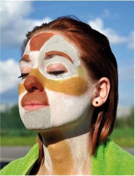 Une peau éclatante grâce à des cosmétiques issus de la nature ! Découvrez comment les Terrals Géomer rééquilibrent les méridiens du visage avec un soin énergétique aux 5 argiles. Ceux-ci vont effectuer un drainage lymphatique profond des tissus et vont permettre à la peau de s'oxygéner et de bien assimiler les produits régénérant à appliquer pour la suite du soin.